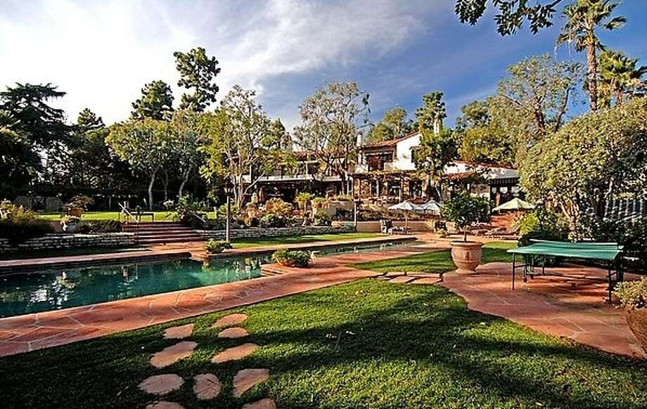 The grounds and pool area. Photo via Dream Homes Magazine