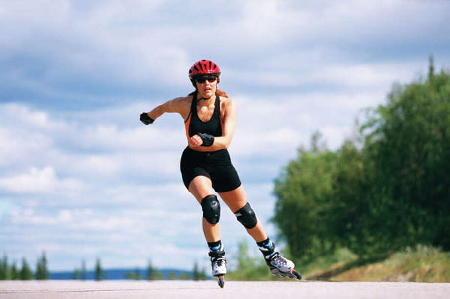 913 Running at 8 mph will burn 986 calories in an hour. Not a runner? Rollerblading burns 913 calories per hour. Jumping rope will burn up 730 calories an hour. And high-impact aerobics? That's 511 calories burned per hour. (Based on a 160-pound person.)  source: tinyurl.com/hl13running Photo: Hakan Hjort, Getty Images/Johner Images / Johner Images