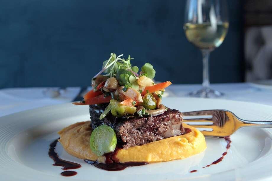 The Plat de Cotes de Boeuf Braises at Etoile cuisine et bar. ( James Nielsen / Chronicle ) Photo: James Nielsen, Chronicle