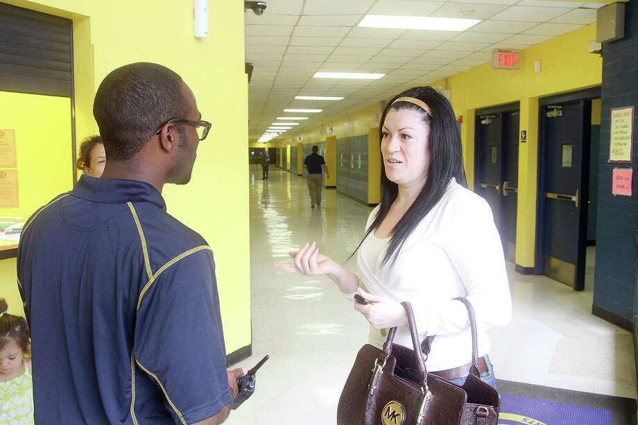 Marshall Middle School Principal Michael D. Harrision, talks to parent Yolanda Lopez, who went to the school in 1984. Photo: Pin Lim, Freelance / Copyright Pin Lim.