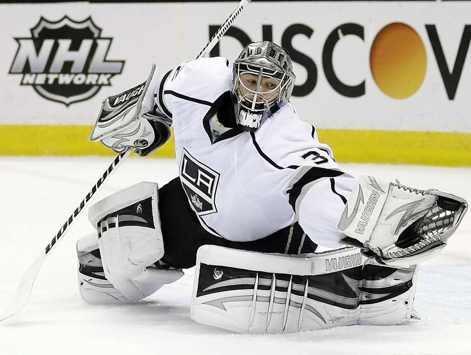 Los Angeles Kings goalie Jonathan Quick (32) stops a shot on goal against the San Jose Sharks during the first period in Game 4 of the Western Conference semifinals in the NHL hockey Stanley Cup playoffs in San Jose, Calif., Tuesday, May 21, 2013. (AP Photo/Marcio Jose Sanchez) Photo: Marcio Jose Sanchez, Associated Press