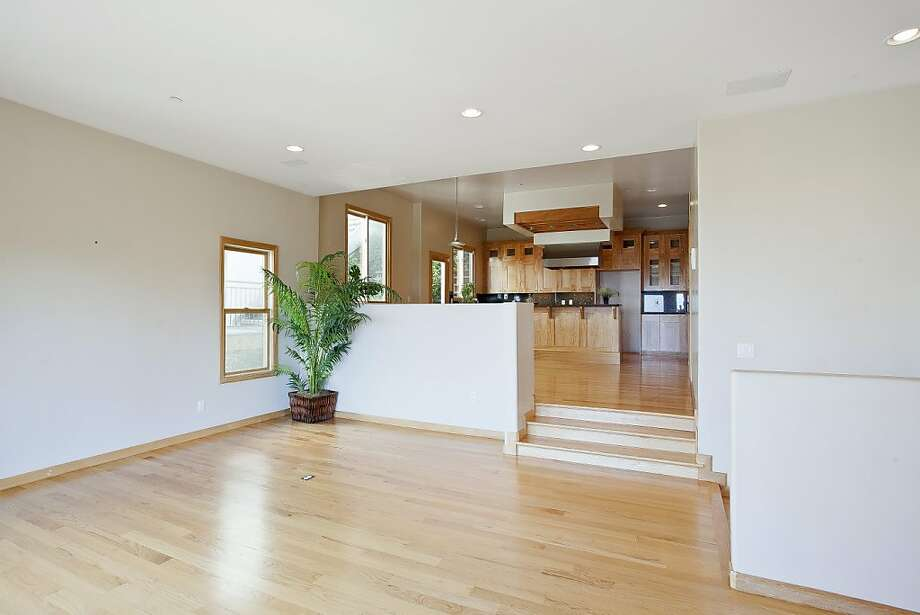 6885 Elverton Photo: OpenHomesPhotography.com