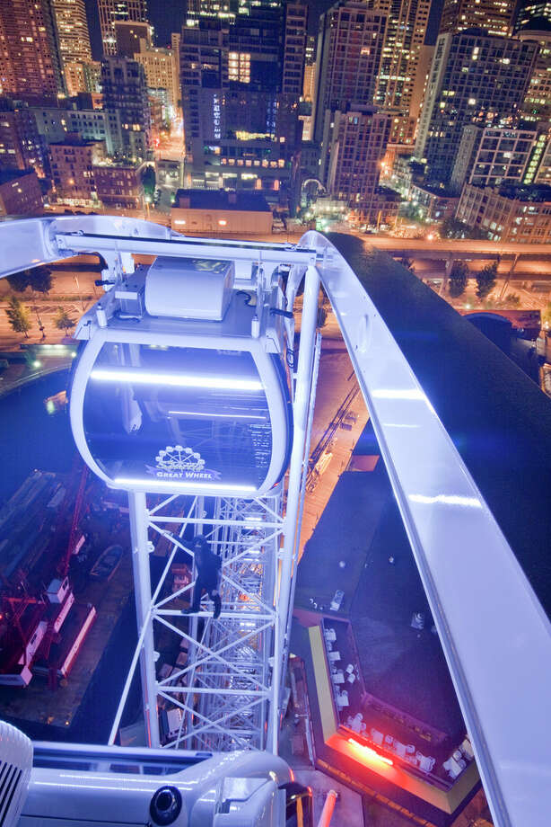 A person climbs the Seattle Great Wheel in this image uploaded to the Internet.