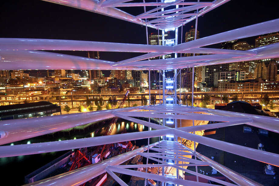 The Seattle Great Wheel is shown in this image uploaded to the Internet.