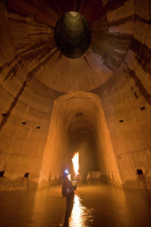Extreme urban climbers also go underground, as shown in this image of an unknown location uploaded to the Internet.