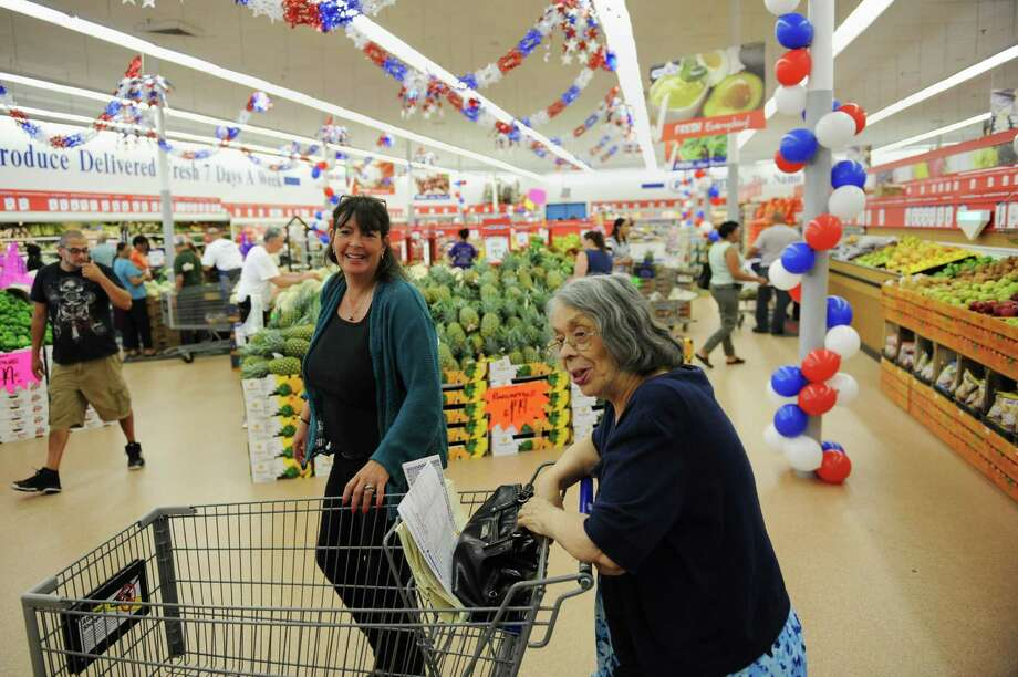 Laura Liveli, left, and Sylvia Binney, of Danbury, shop during PriceRite's grand opening in Danbury, Conn. on Wednesday, May 22, 2013. Photo: Tyler Sizemore / The News-Times