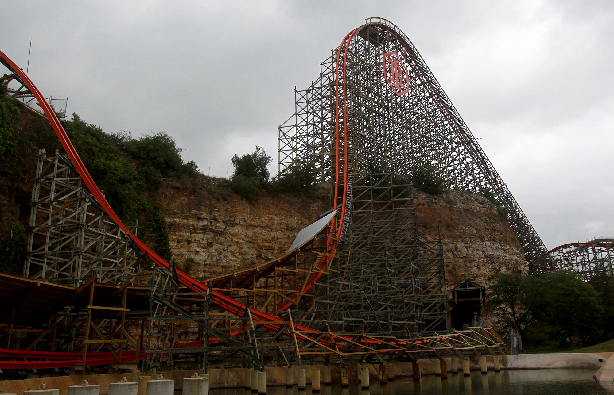 Six Flags Adds Venom With Iron Rattler San Antonio Express News