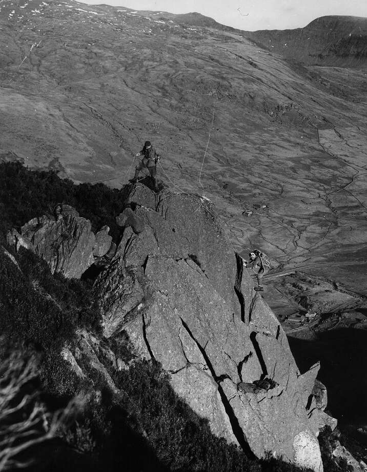 Members of a British mountaineering party, who are planning to climb Mount Everest,  testing equipment on the Tryfan, the 3000 ft peak in Snowdonia. Photo: Hallowell, Getty Images / Hulton Archive