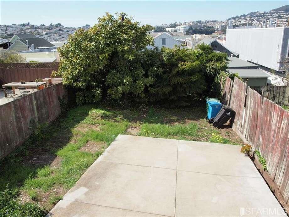 Yard needs work. Photo via PEYLING YAP/Redfin/MLS