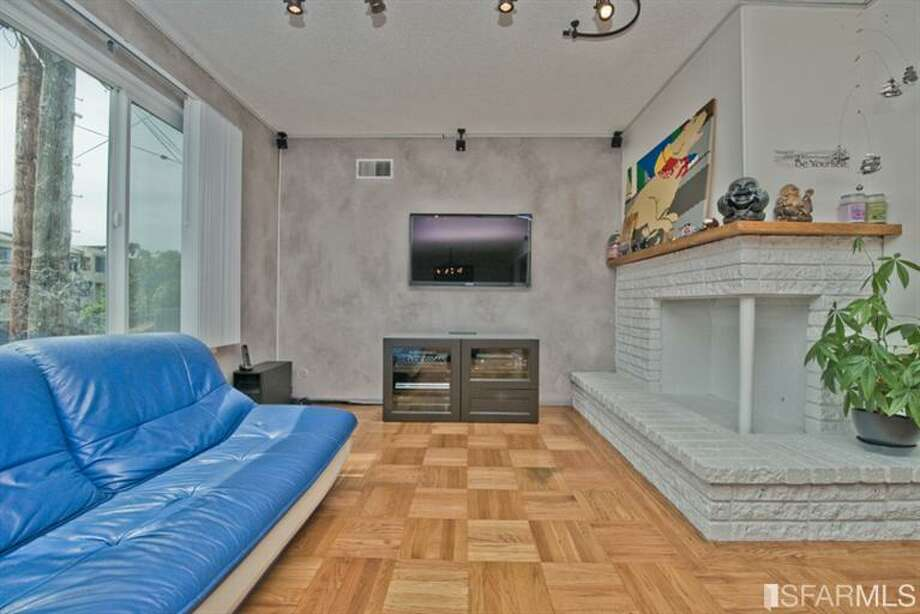 Living room. Photos via Juanita Leung,Prudential California Realty /Redfin/MLS