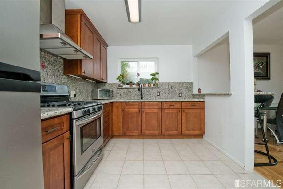 Kitchen. Photos via Juanita Leung,Prudential California Realty /Redfin/MLS