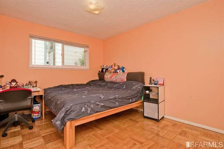 Bedroom. Photos via Juanita Leung,Prudential California Realty /Redfin/MLS