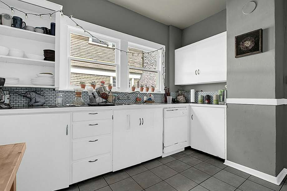 Kitchen. Photos via Chad Pluid/Redfin
