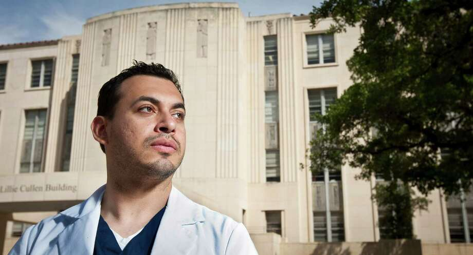 After suffering a stroke, Ben Munoz started BensFriends.org to help others find support and answers to their questions about rare diseases. Photo: Nick De La Torre, Staff / © 2013 Houston Chronicle