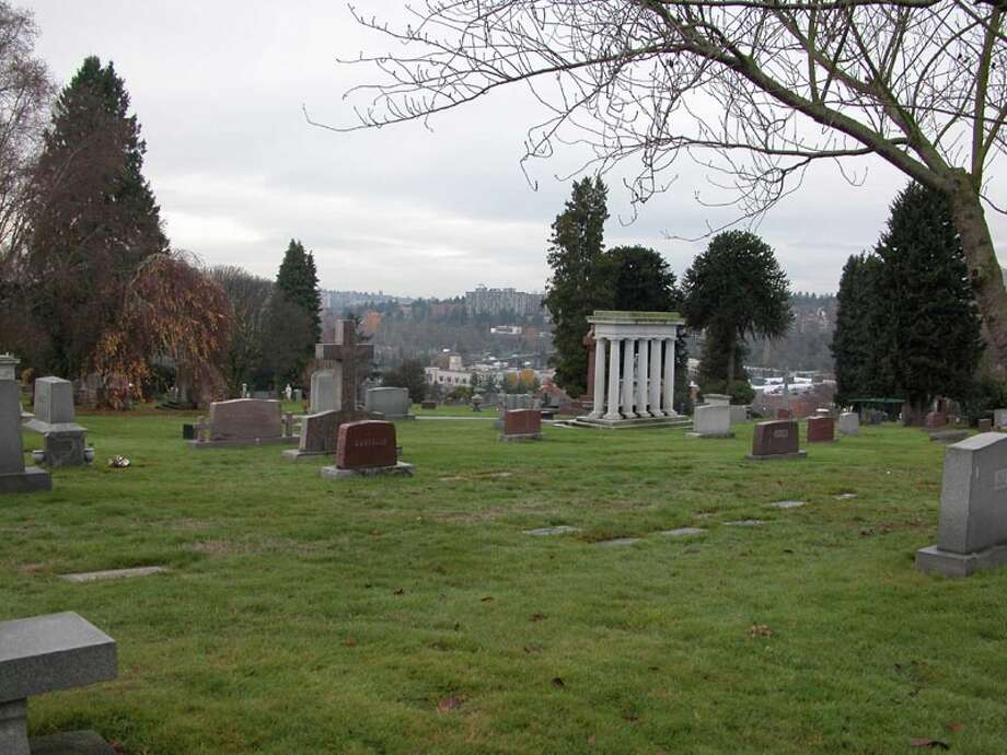 If identifying as being in Ravenna is better than Roosevelt, then Bryant, apparently, is even more desirable. Thus, many homes on the eastern edge of Ravenna, near Calvary Cemetery, claim Bryant. Photo: Shakespeare, Wikimedia Commons