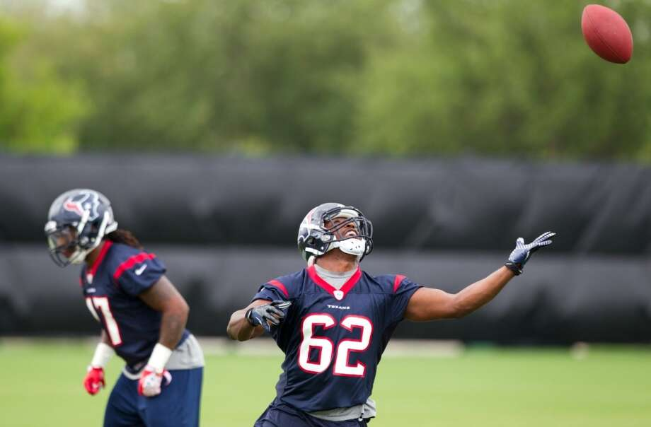 Texans linebackers Justin Tuggle (47) and Evan Frierson (62) practice pass blocking drills.