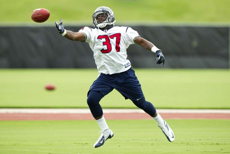 Texans running back Ray Graham reaches out for a pass.