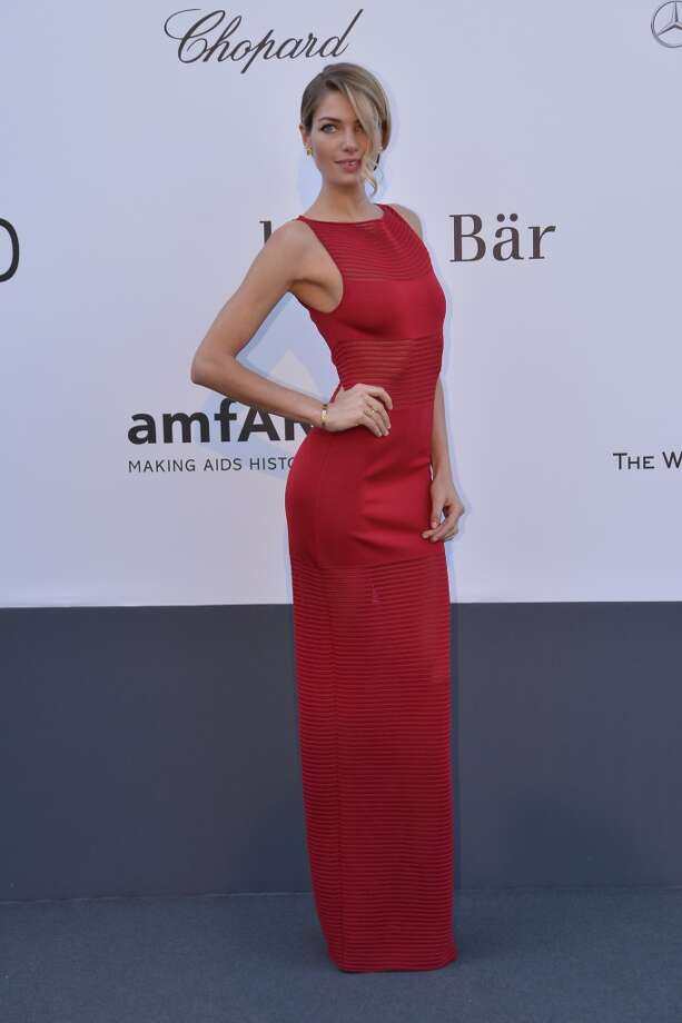 Australian model Jessica Hart poses on May 23, 2013 as she arrives for the amfAR's 20th Annual Cinema Against AIDS during the 66th Annual Cannes Film Festival at Hotel du Cap-Eden-Roc in Cap d'Antibes, southern France.   AFP PHOTO / ALBERTO PIZZOLIALBERTO PIZZOLI/AFP/Getty Images