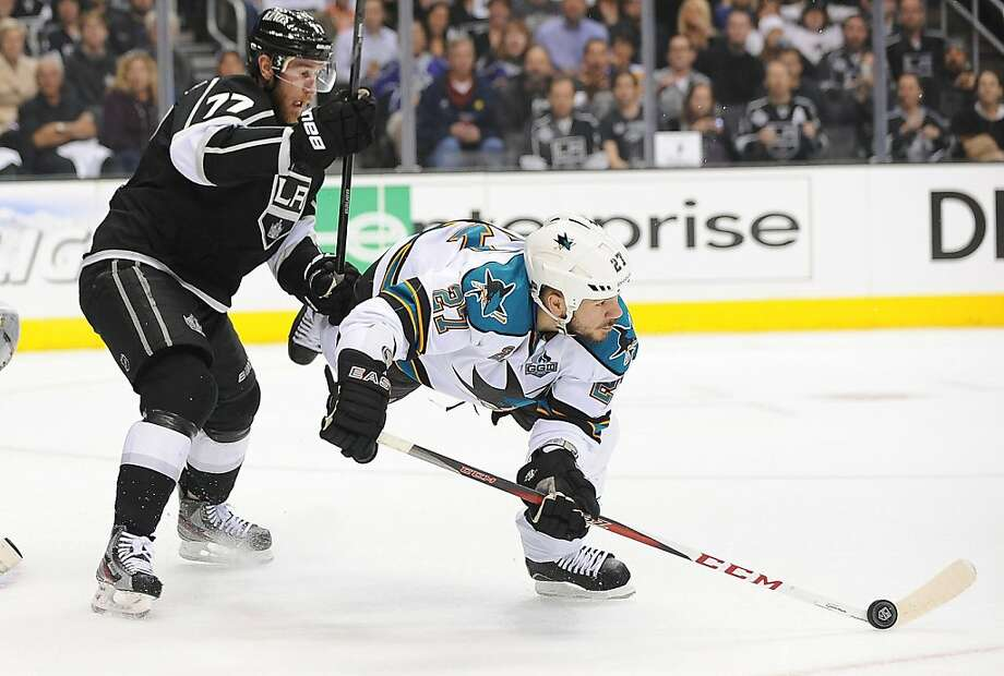 The Los Angeles Kings' Jeff Carter, left, battles the San Jose Sharks' Scott Hannan in the first period in Game 5 of the Western Conference semifinals at Staples Center in Los Angeles, California, on Thursday, May 23, 2013. (Wally Skalij/Los Angeles Times/MCT) Photo: Wally Skalij, McClatchy-Tribune News Service