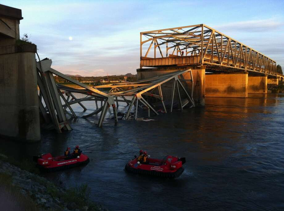 A portion of the Interstate 5 bridge is submerged after it collapsed into the Skagit River dumping vehicles and people into the water in Mount Vernon, Photo: Rick Lund, AP Photo/The Seattle Times
