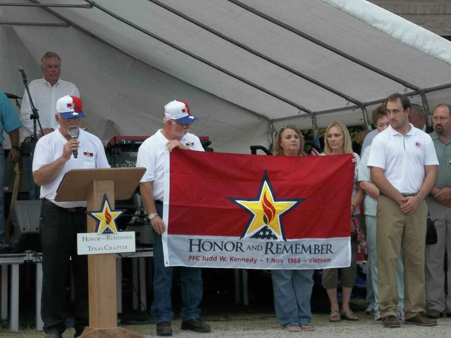 The Honor and Remember organization is working to make this banner to be nationally recognized as the symbol for families who have lost a loved one in war.  Photo courtesy of Honor and Remember
