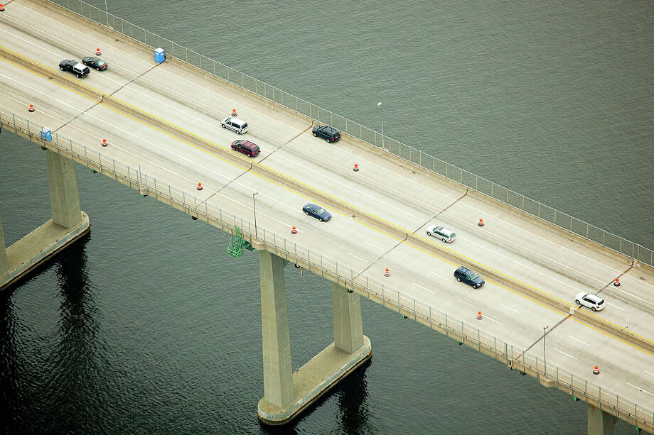 21.6% of Rhode Island bridges are deemed structurally deficient. Photo: Image Source, Getty Images/Image Source / (c) Image Source
