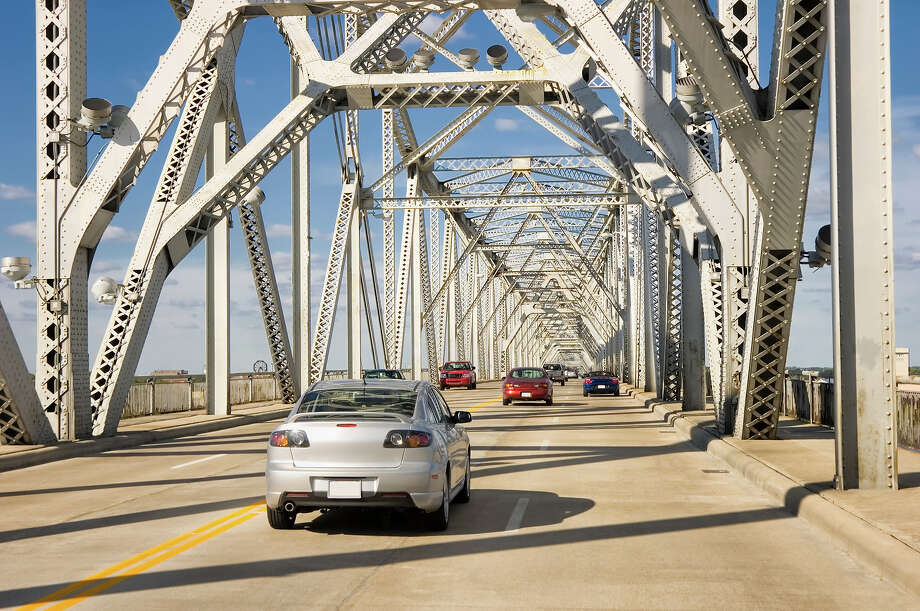 9.5% of Kentucky bridges are deemed structurally deficient. Photo: Catnap72, Getty Images / (c) catnap72