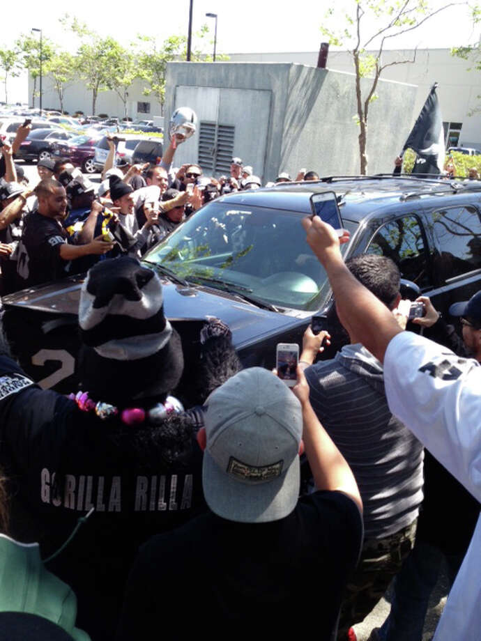 Oakland Raiders fans greet free agent defensive back Charles Woodson as he pulls up to the team facility in Alameda, Calif. on May 21, 2013. Photo: Vic Tafur, The Chronicle / ONLINE_YES