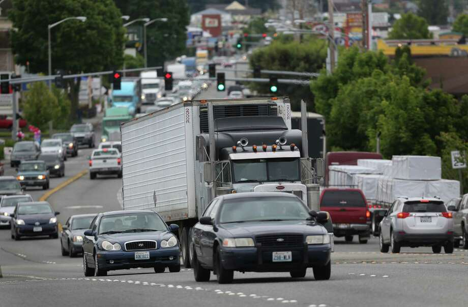 Riverside Drive is shown with backed up traffic the day after the Interstate 5 bridge over the Skagit River between Mount. Vernon and Burlington, Wash., collapsed. Three people were rescued from the water. Two cars and one travel  trailer plummeted into the water when the section fell. Photo: JOSHUA TRUJILLO, SEATTLEPI.COM / SEATTLEPI.COM