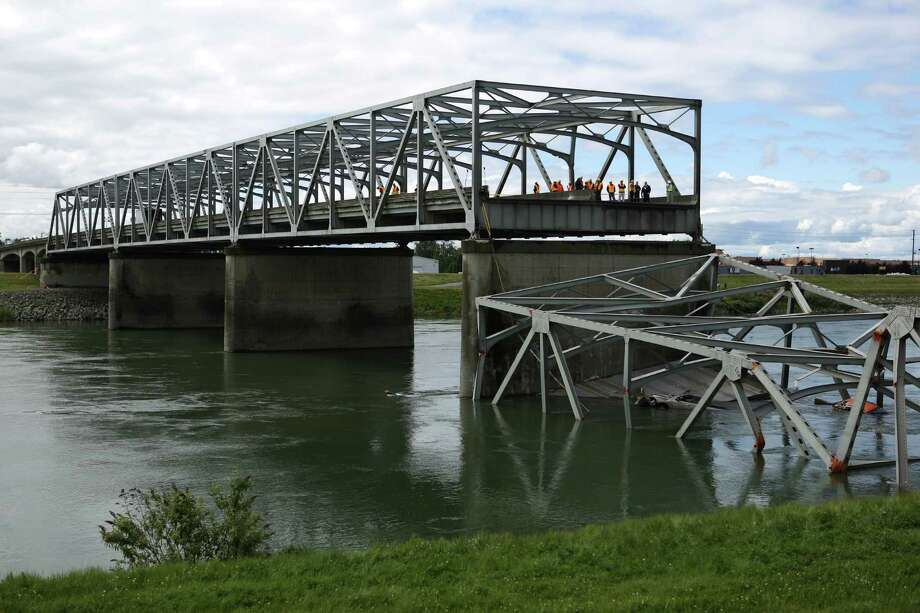 Crews inspect the scene the day after the Interstate 5 bridge over the Skagit River between Mt. Vernon and Burlington collapsed into the river. Three people were rescued after two cars and a travel trailer fell into the cold water. Photo: JOSHUA TRUJILLO, SEATTLEPI.COM / SEATTLEPI.COM