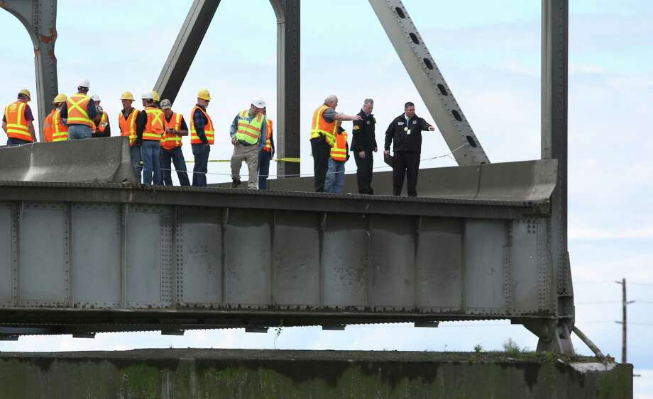 Inspectors look over the scene the day after the Interstate 5 bridge over the Skagit River between Mt. Vernon and Burlington collapsed into the river. Three people were rescued after two cars and a travel trailer fell into the cold water. There were no known fatalities. Photo: JOSHUA TRUJILLO, SEATTLEPI.COM / SEATTLEPI.COM