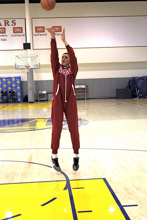 Klay Thompson shows his sweet stroke ... and Wazzu spirit.