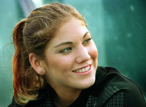 UW Huskies soccer goalie Hope Solo at halftime on Nov. 12, 2000. Photo: Daniel Sheehan, Seattle P-I File