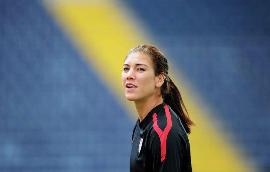 USA's goalkeeper Hope Solo takes part in a training session, one day ahead of the FIFA women's football World Cup final match Japan vs USA at the FIFA Frauen-WM-Stadium in Frankfurt/Main, central Germany, on July 16, 2011. Photo: JOHANNES EISELE, AFP/Getty Images / 2011 AFP