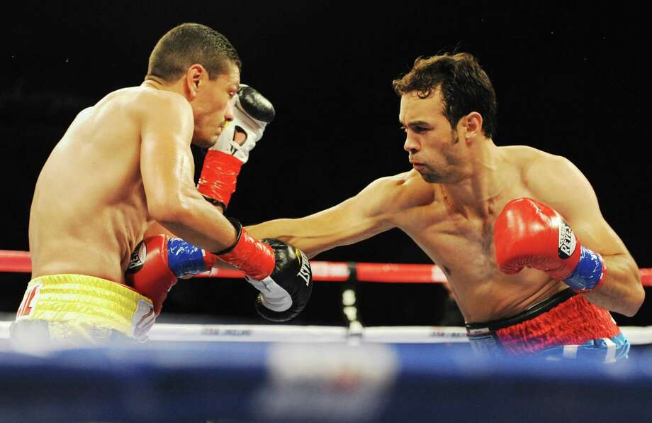 "Danbury boxer Delvin Rodriguez, right, fights Freddy Hernandez for the IBF North American junior-middleweight title in the main event of ESPN's ""Friday Night Fights"" at the Mohegan Sun Casino in Uncasville, Conn. on Friday, May 24, 2013. Photo: Tyler Sizemore / The News-Times"
