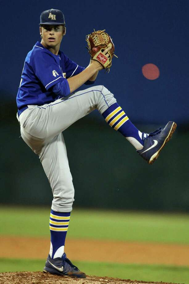 Alamo Heights starting pitcher James Nittoli winds up during the Mules' Region IV-4A semifinal victory over Corpus Christi Calallen on Friday. Photo: Michael Zamora / Corpus Christi Caller-Times