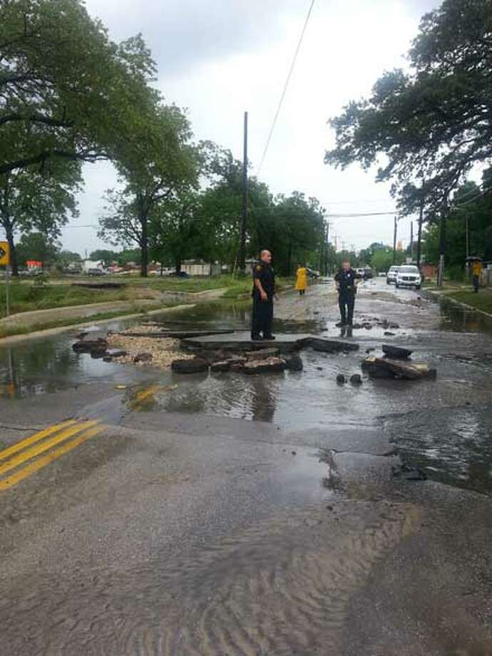 A car fell into a sinkhole on Wilson Avenue, just north of the intersection of Wilson and Woodlawn Avenue onnthe city's West Side. The driver is safe. Photo: Nora Lopez/ Express-News