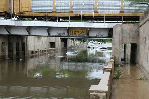 The railroad underpass on Roosevelt just north of Lone Star Photo: Markus Haas / Express-News