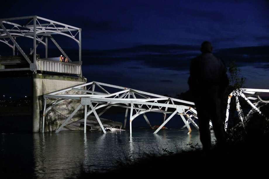 Engineers on the deck look over the edge after an Interstate 5 bridge collapsed over the Skagit River between Mt. Vernon and Burlington on Thursday, May 23, 2013. Two cars and one travel trailer went in the water. There were no known fatalities. Photo: JOSHUA TRUJILLO, SEATTLEPI.COM / SEATTLEPI.COM