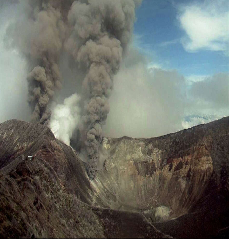 In this image provided by the Volcanological and Seismological Observatory of Costa Rica, the Turrialba volcano emits an ash-filled gas plume in Costa Rica, Tuesday, May 21, 2013. Park rangers activated a green alert, the lowest of three levels, after the Turrialba volcano rumbled loudly and emitted thick clouds of ash. Photo: AP
