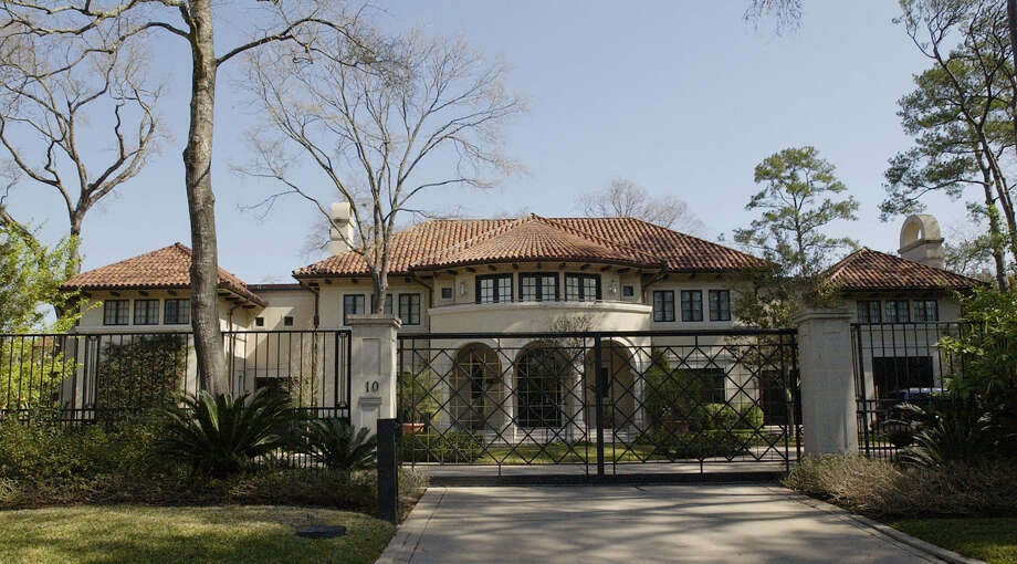 The home of former Enron chief executive Jeffrey Skilling is shown Thursday, Feb. 26, 2004 in Houston.  The $4.7 million home of Skilling and the $950,000 residence of ex-top accountant Richard Causey are among many forfeiture actions pending against defendants in Enron-related criminal cases.(AP Photo/David J. Phillip) Photo: DAVID J. PHILLIP / AP