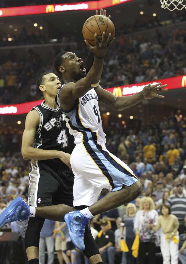 The Grizzlies' Tony Allen (09) drives to the basket against the Spurs' Danny Green (4) in the first half of Game 3 of the 2013 Western Conference Finals at the FedEx Forum in Memphis on Saturday, May 25, 2013. (Kin Man Hui / San Antonio Express-News)