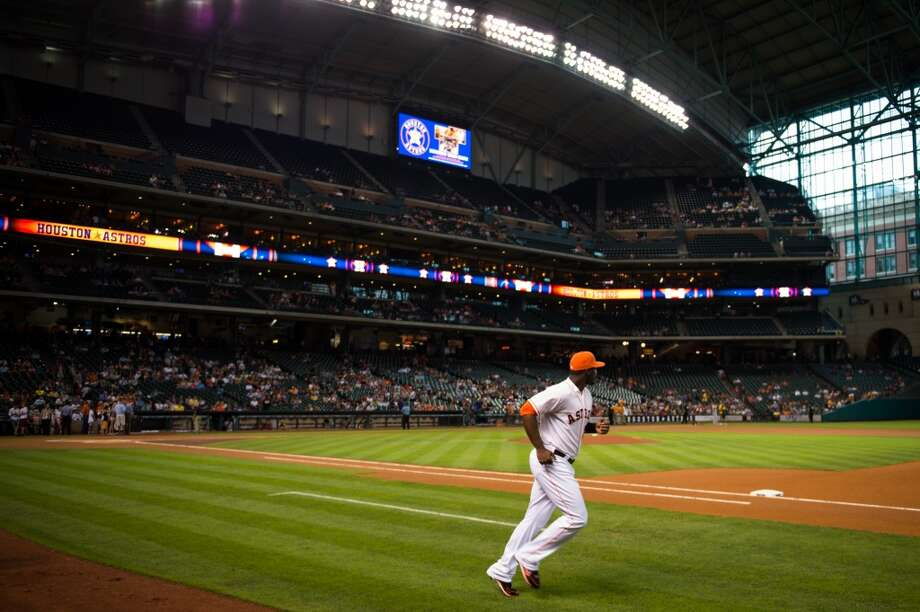 Astros designated hitter Chris Carter runs onto the field to warm up.