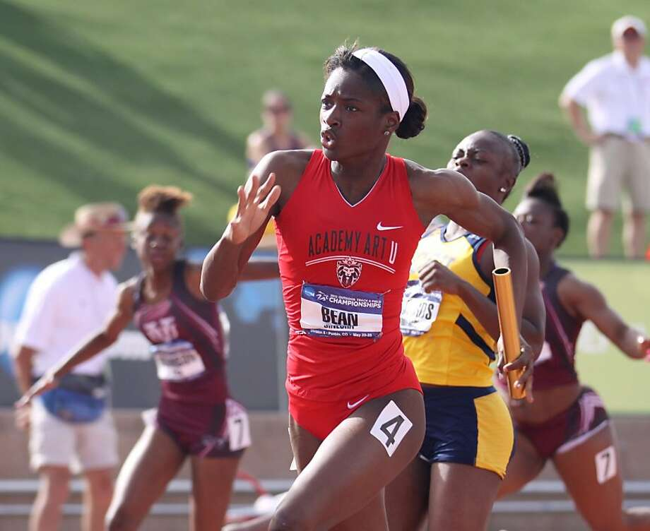 Dinesha Bean anchors the Academy of Art College's second-place finish in the 4x100-meter relay. Photo: Rob Garcia, Academy Of Art University