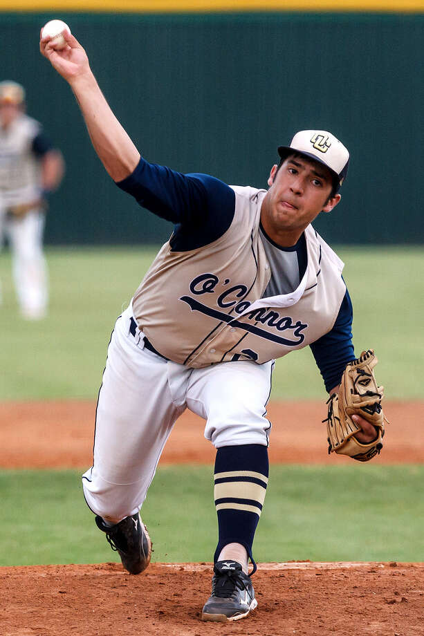 O'Connor's Justin Garcia delivers during his 2-1 complete-game victory over Laredo United in the Class 5A regional semifinal in Corpus Christi. The Panthers will face Eagle Pass in the final. Photo: Marvin Pfeiffer / San Antonio Express-News