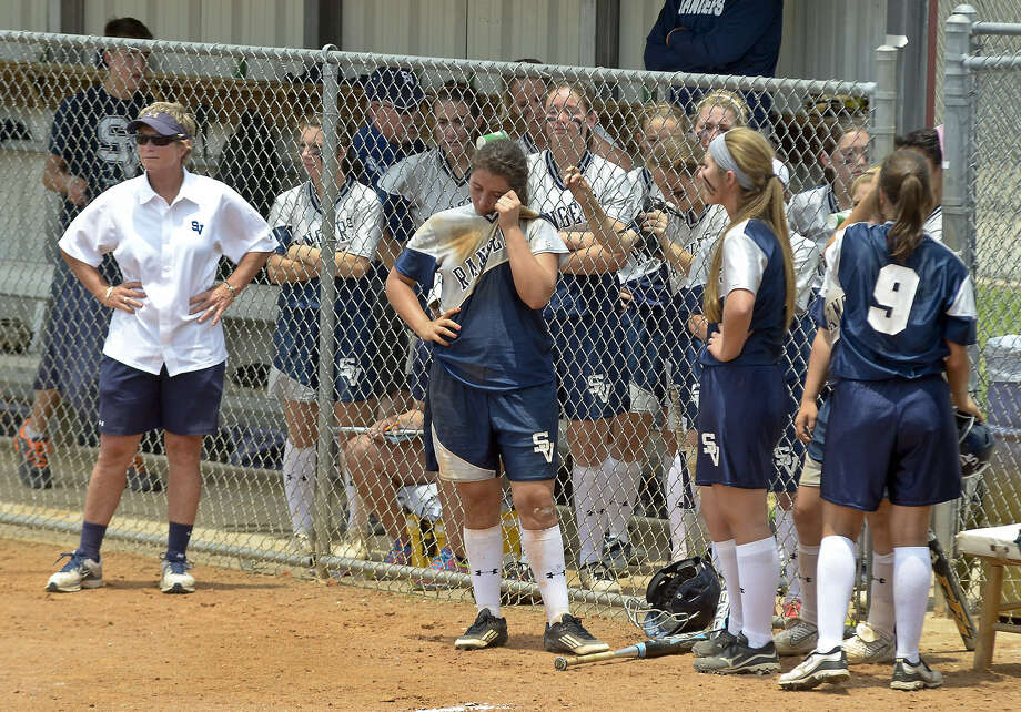 The Smithson Valley softball team looks on dejectedly after its season-ending 4-1 setback to San Benito in the Region-IV 5A final. Photo: Laredo Morning Times