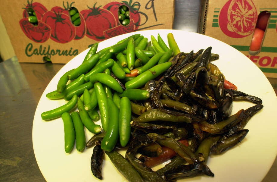 Serrano peppers before and after grilling for the hot sauce at La Fogata. Photo: San Antonio Express-News File Photo / EN