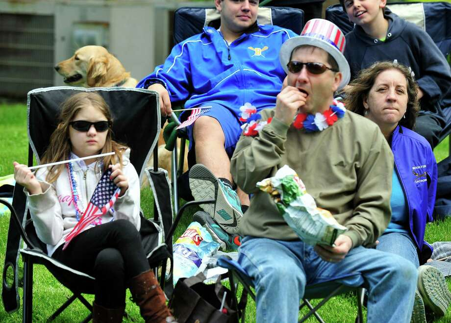 Brookfield's Memorial Day parade passes Williams Park in Brookfield, Conn. Sunday, May 26, 2013. Photo: Michael Duffy / The News-Times
