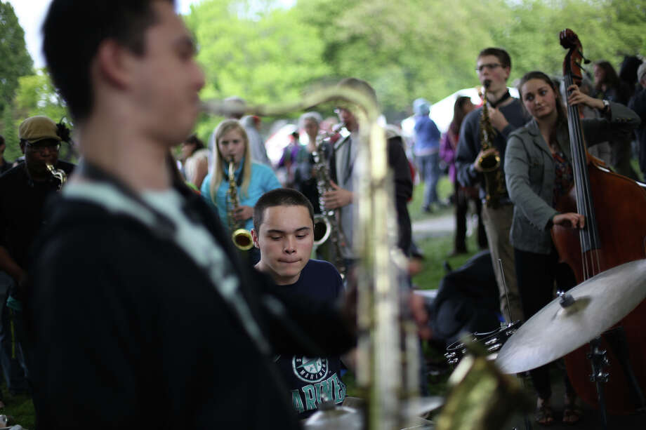 Members of the group F.A.D.E. perform during the Northwest Folklife Festival. Photo: JOSHUA TRUJILLO, SEATTLEPI.COM / SEATTLEPI.COM