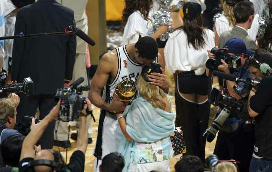 Tim Duncan hugs wife Amy following trophy presentation game 7 NBA Finals at the SBC Center in San Antonio Thursday June 23, 2005 . BAHRAM MARK SOBHANI/STAFF Photo: BAHRAM MARK SOBHANI, SAN ANTONIO EXPRESS NEWS / SAN ANTONIO EXPRESS NEWS